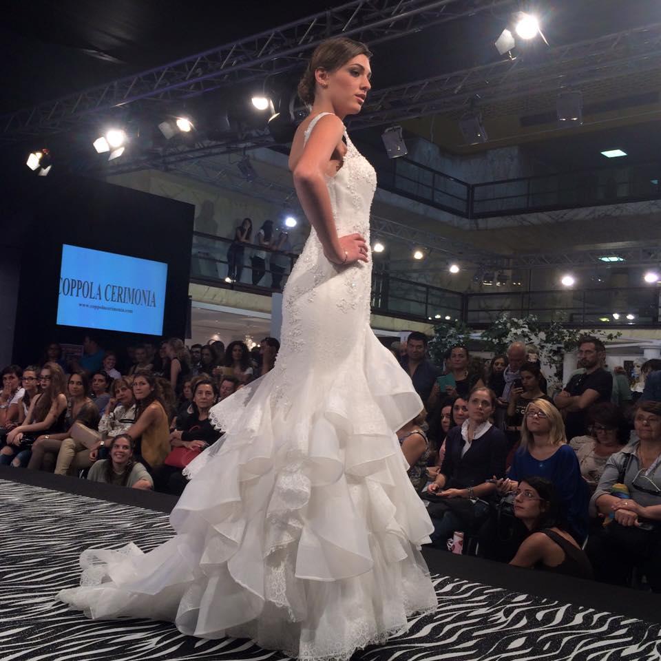 Indossatrice per abiti da sposa